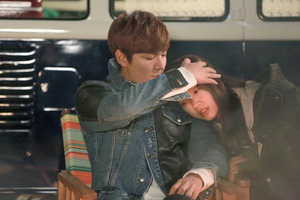 Park Shin Hye tựa đầu tình tứ trên vai Lee Min Ho 5