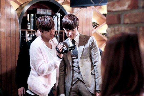 """""""Anh em"""" Lee Min Ho thân thiết trên phim trường """"The Heirs"""" 2"""