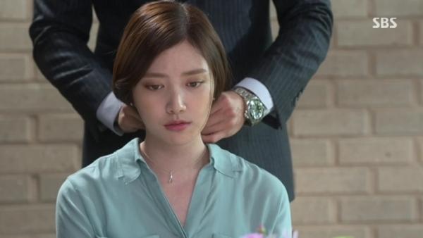 Dây chuyền - biểu tượng tình yêu của phim Hàn 1