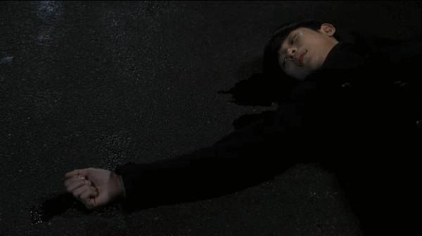 Kim Soo Hyun bị xe đâm, mất hoàn toàn sức mạnh 1