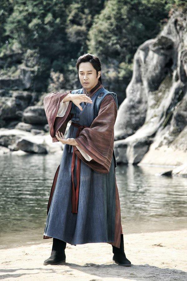 Những tạo hình cổ trang mất điểm của nam diễn viên Hàn 7