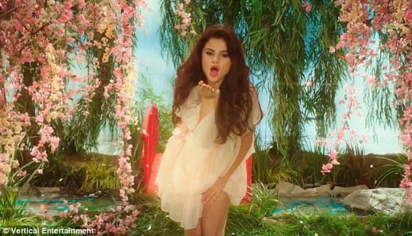 Selena Gomez bị cảnh sát còng tay bắt giữ 5