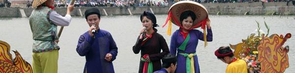 Độc đáo trinh nữ rước kiệu xoay hội làng Thổ Khối 13
