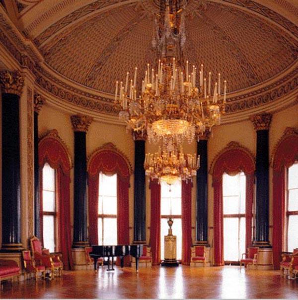 Ngắm cung điện xa hoa của Hoàng tử nhí nước Anh 12