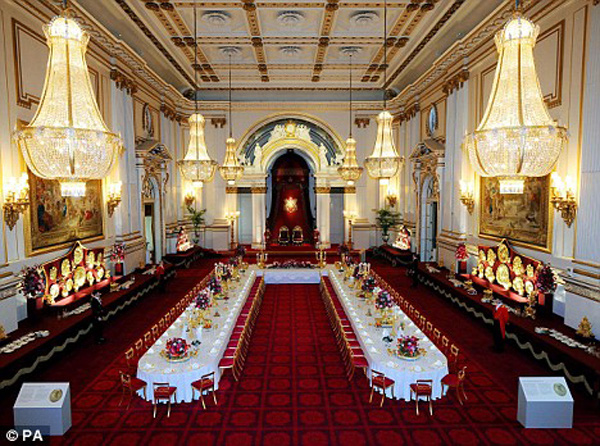 Ngắm cung điện xa hoa của Hoàng tử nhí nước Anh 14
