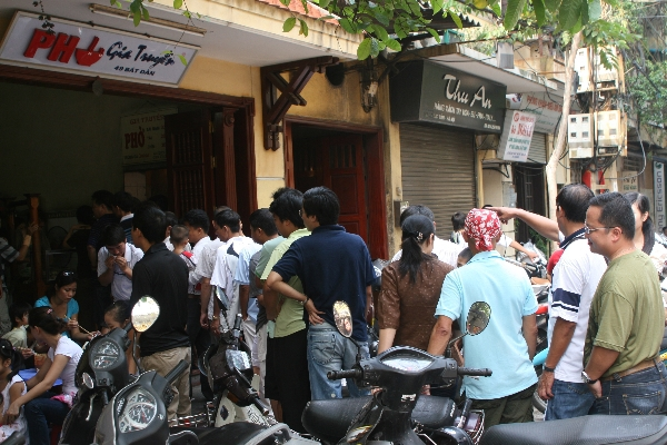 """4 quán phở """"đắt xắt ra miếng"""" tại Hà Nội  10"""