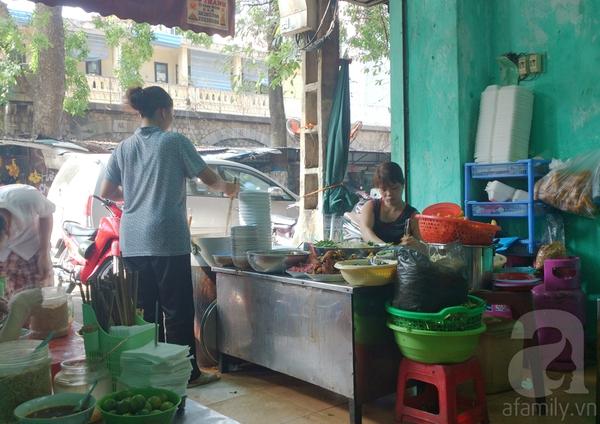 Hà Nội: Đi ăn miến cua trộn siêu đầy đặn ở phố Phùng Hưng 1