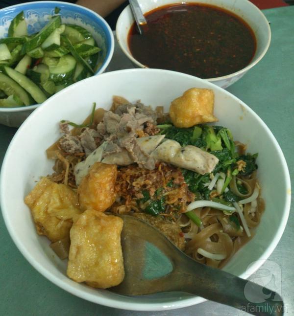 Hà Nội: Đi ăn miến cua trộn siêu đầy đặn ở phố Phùng Hưng 4