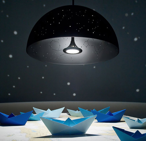 Bộ sản phẩm ga gối và đèn treo mang cả vũ trụ vào căn phòng 10