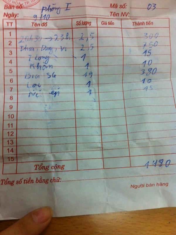 tờ hóa đơn ghi món ăn lạ đời