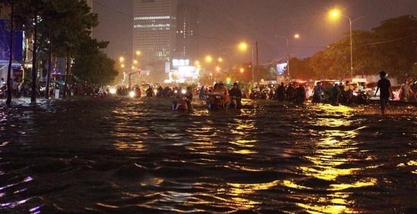 Sài Gòn sau mưa lớn