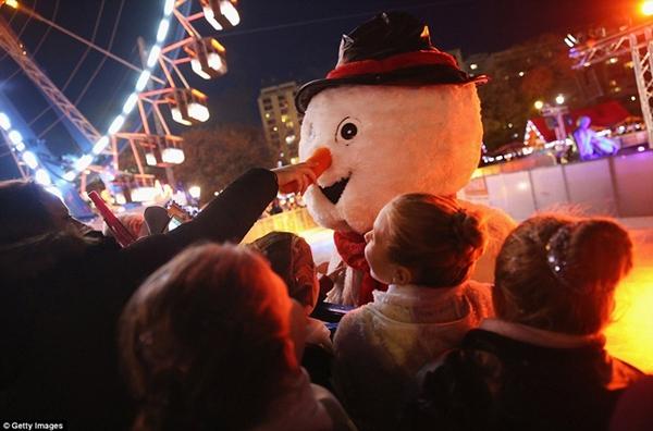 Sôi nổi các khu chợ Giáng sinh sớm ở Đức 9