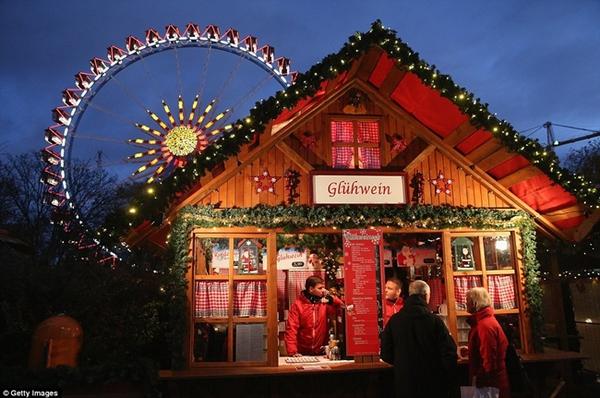 Sôi nổi các khu chợ Giáng sinh sớm ở Đức 5