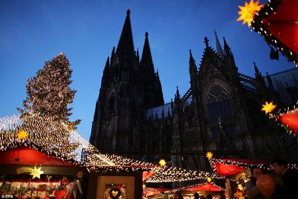 Sôi nổi các khu chợ Giáng sinh sớm ở Đức 3