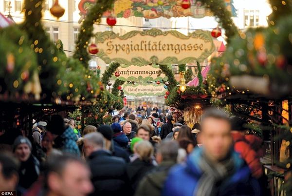 Sôi nổi các khu chợ Giáng sinh sớm ở Đức 2