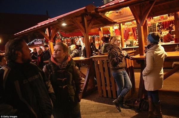 Sôi nổi các khu chợ Giáng sinh sớm ở Đức 6