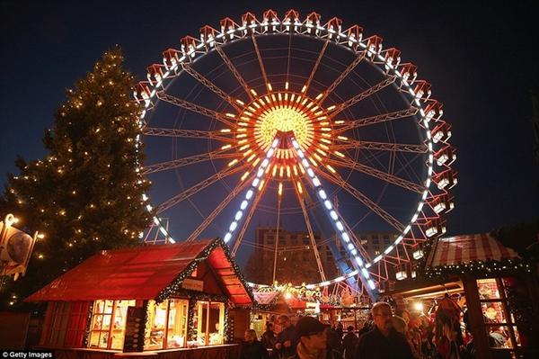 Sôi nổi các khu chợ Giáng sinh sớm ở Đức 1