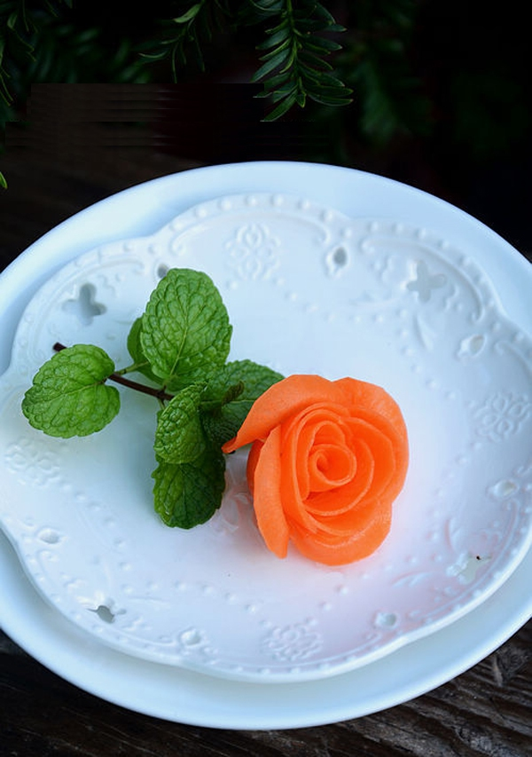 Cắt tỉa cà rốt thành hoa hồng rực rỡ đẹp mắt 13