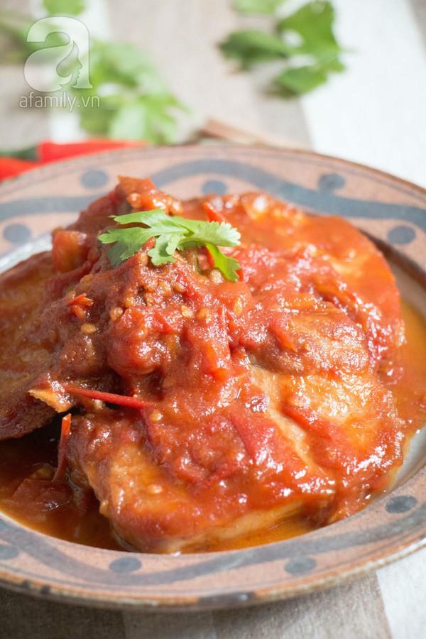 Bữa tối làm nhanh ăn ngon với sườn cốt lết xốt cà chua 1
