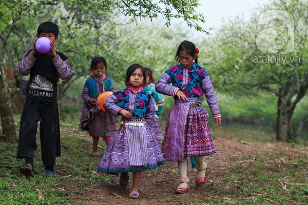 Phụ nữ, trẻ em trong khuôn hình thú vị mùa xuân Mộc Châu 10