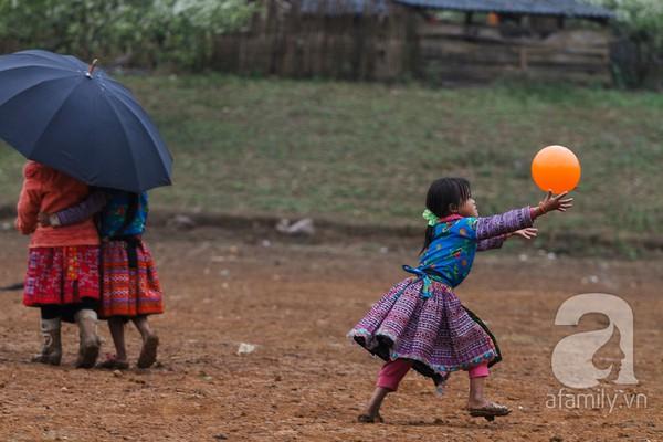 Phụ nữ, trẻ em trong khuôn hình thú vị mùa xuân Mộc Châu 12