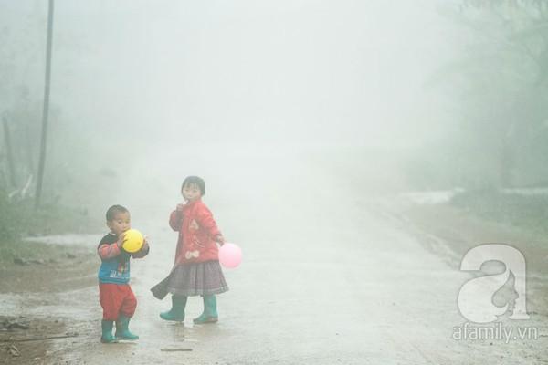 Phụ nữ, trẻ em trong khuôn hình thú vị mùa xuân Mộc Châu 3