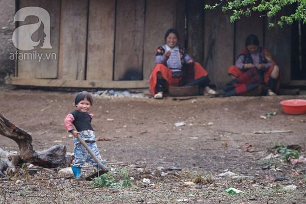 Phụ nữ, trẻ em trong khuôn hình thú vị mùa xuân Mộc Châu 4
