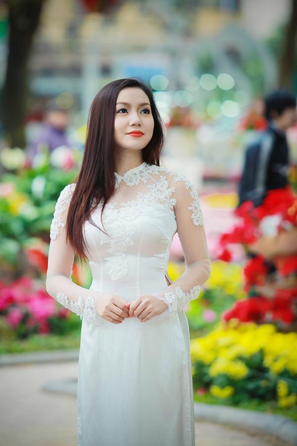 Ngọc Anh đẹp rạng rỡ dù cô đơn trong mùa Valentine 5
