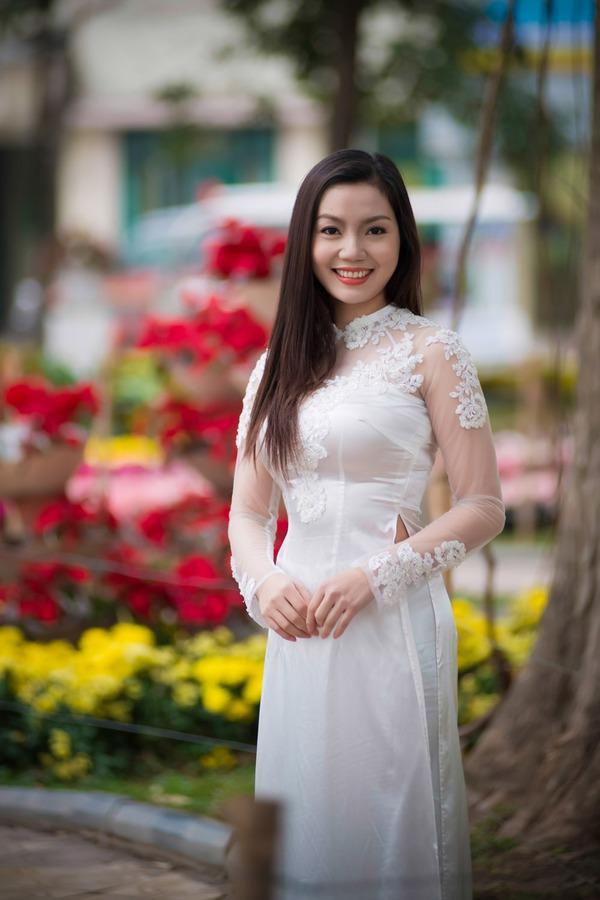 Ngọc Anh đẹp rạng rỡ dù cô đơn trong mùa Valentine 6