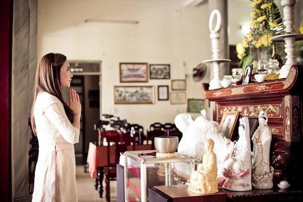Hồ Quỳnh Hương tất bật vào bếp nấu ăn cho các em nhỏ 1