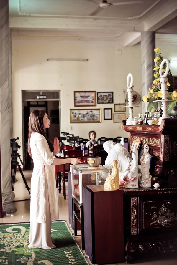 Hồ Quỳnh Hương tất bật vào bếp nấu ăn cho các em nhỏ 2