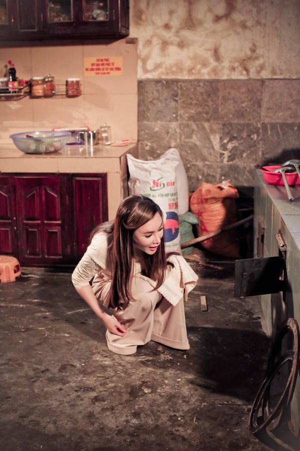 Hồ Quỳnh Hương tất bật vào bếp nấu ăn cho các em nhỏ 7
