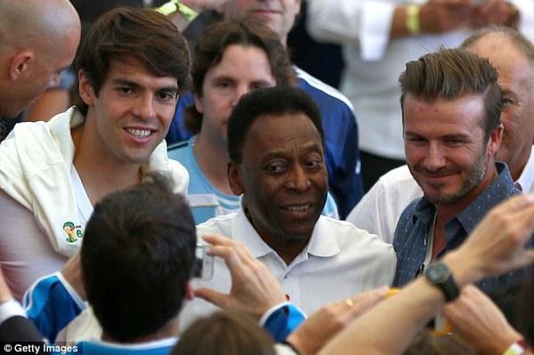Bố con David Beckham đẹp như tài tử trên sân cỏ 2