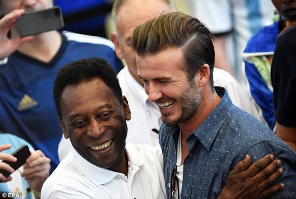 Bố con David Beckham đẹp như tài tử trên sân cỏ 3