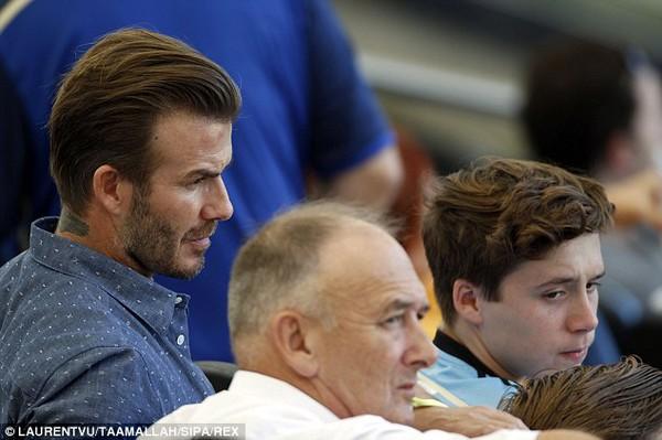Bố con David Beckham đẹp như tài tử trên sân cỏ 7