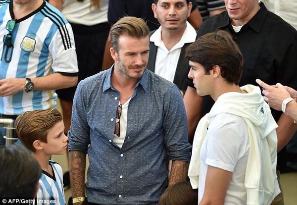 Bố con David Beckham đẹp như tài tử trên sân cỏ 10