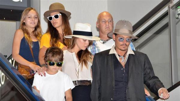 Bồ lưỡng tính được lòng con riêng của Johnny Depp 2