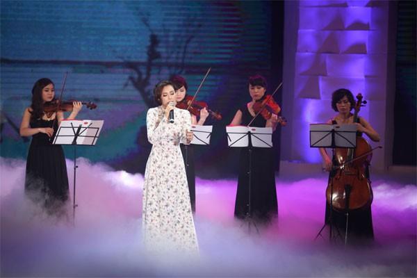 Hồ Quỳnh Hương mờ ảo trong sương khói khoe giọng ca đẹp 1