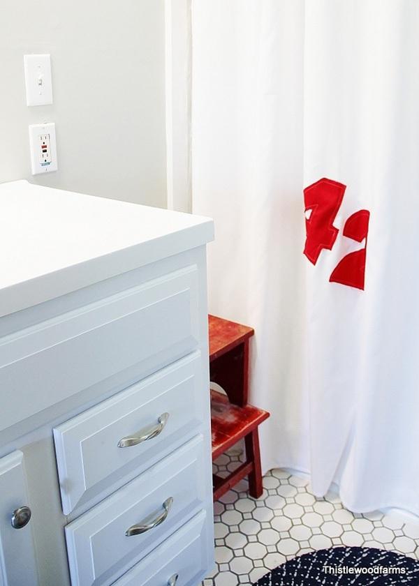 Mẹo làm mới phòng tắm với những chiếc rèm che độc đáo 5