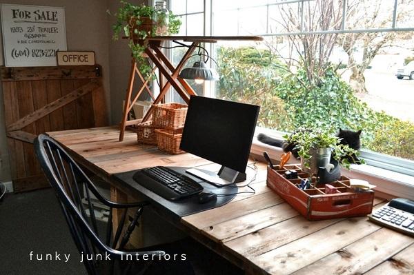 Thêm cảm hứng sáng tạo với bàn làm việc duyên dáng từ gỗ cũ 4