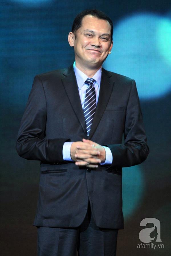 Hoài Linh đoạt cú đúp tại HTV Awards 2013 1