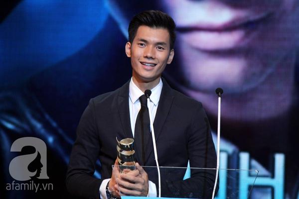 Hoài Linh đoạt cú đúp tại HTV Awards 2013 9