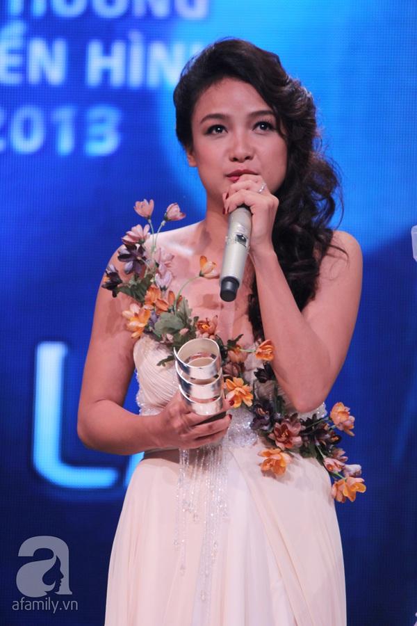 Hoài Linh đoạt cú đúp tại HTV Awards 2013 11
