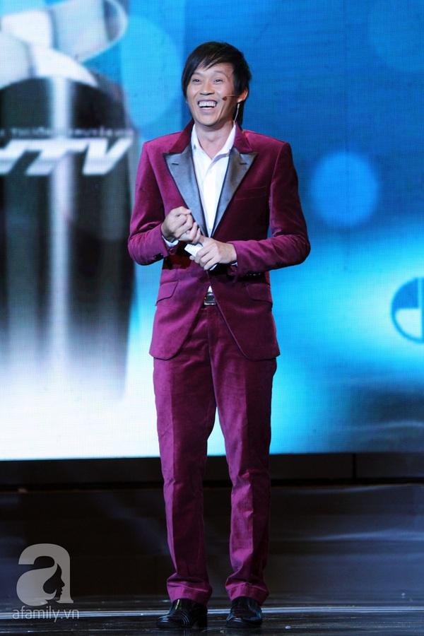 Hoài Linh đoạt cú đúp tại HTV Awards 2013 2