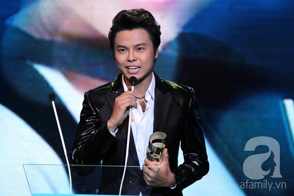 Hoài Linh đoạt cú đúp tại HTV Awards 2013 15