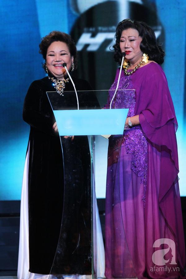 Hoài Linh đoạt cú đúp tại HTV Awards 2013 16