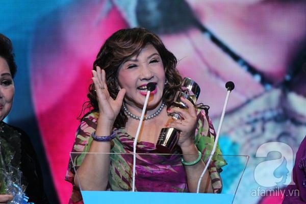 Hoài Linh đoạt cú đúp tại HTV Awards 2013 17