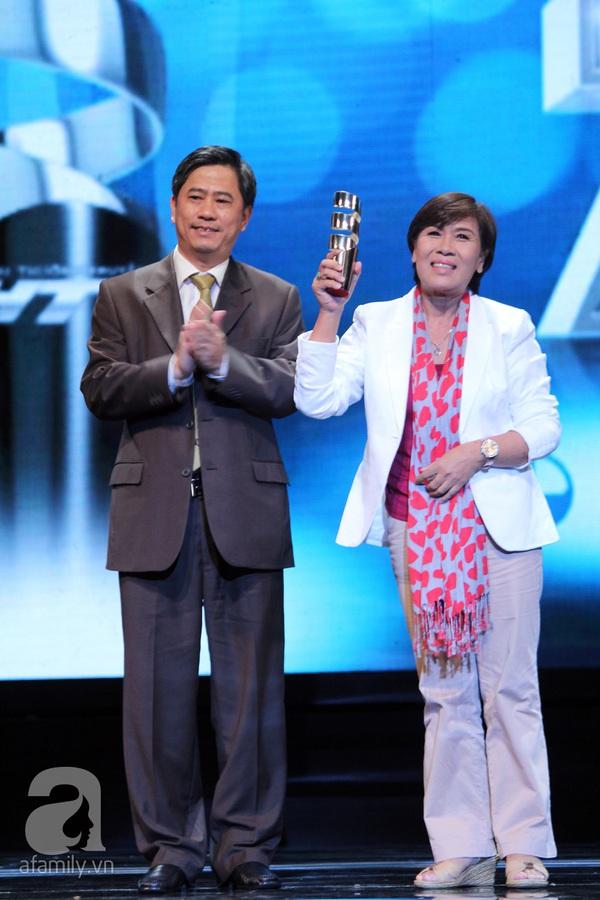 Hoài Linh đoạt cú đúp tại HTV Awards 2013 19