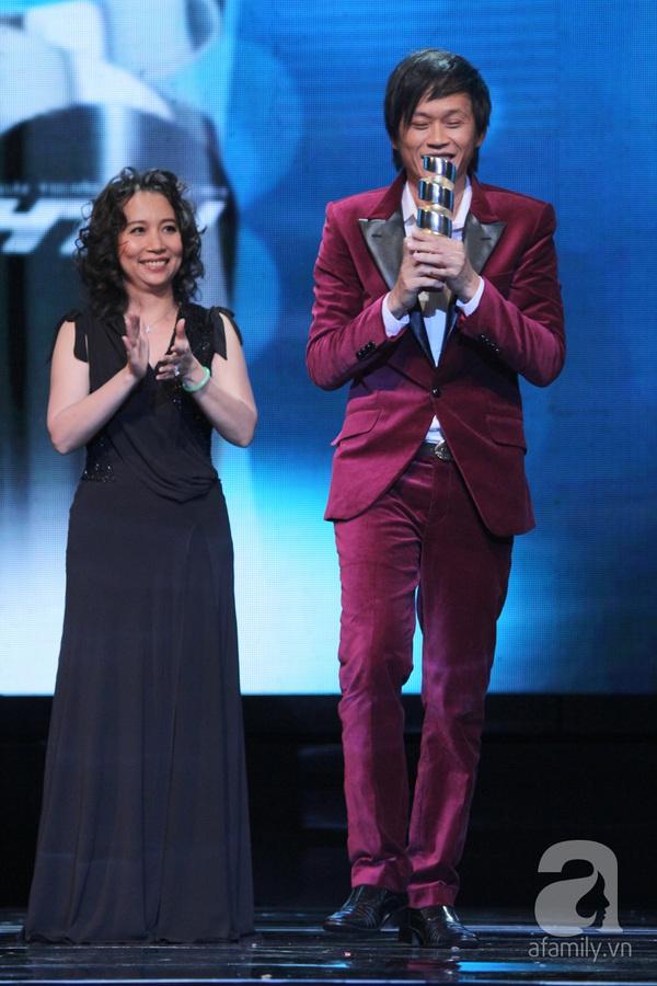 Hoài Linh đoạt cú đúp tại HTV Awards 2013 22
