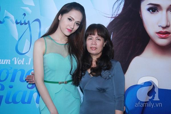 Hương Giang Idol nữ tính bên bố mẹ ruột 3